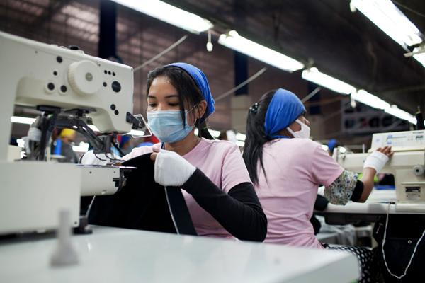 Fabrik in Kambodscha (c) Will Baxter